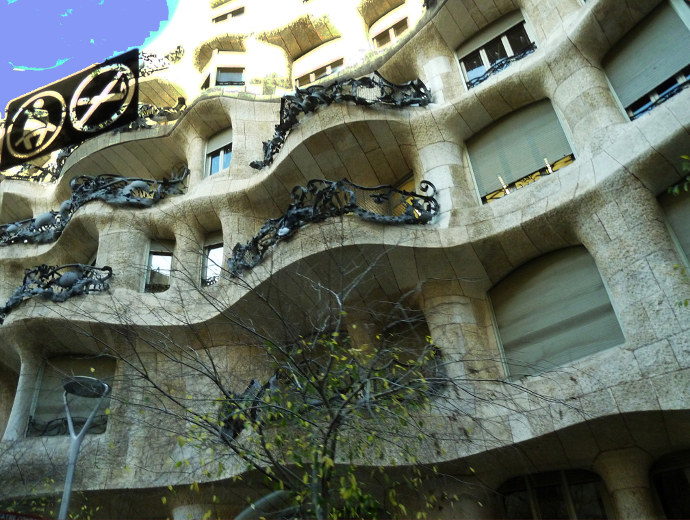 P1280016 palazzo Gaudi' piccola